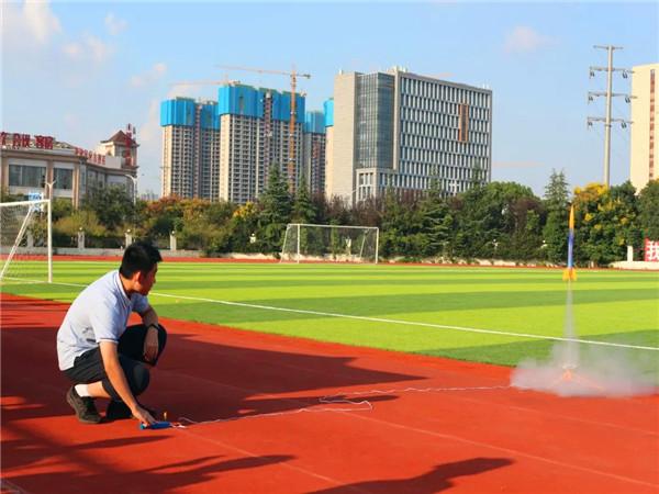 放飞梦想  自立自强 ——芜湖市第十二中学举行航模科技比赛